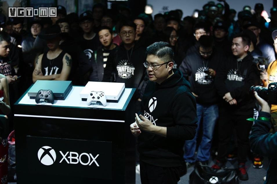 国行 Xbox One X 冰雪白及渐变金特别版今日正式开售