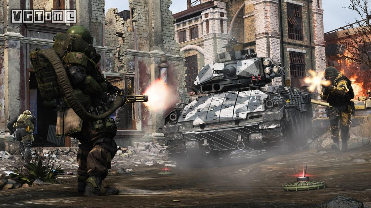 《使命召唤 现代战争》的多人模式支持超过100人的大混战