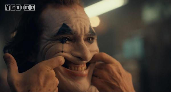 洗去油彩的小丑,露出了你我的脸