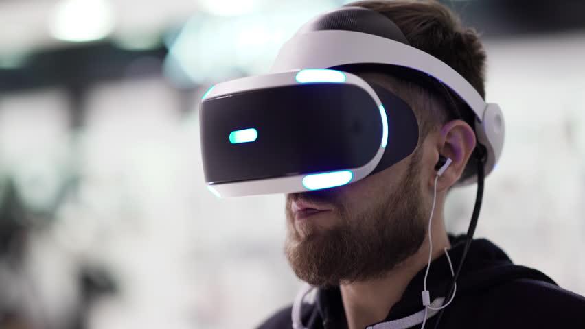 菲尔·斯宾塞:VR目前不是Xbox业务的重点