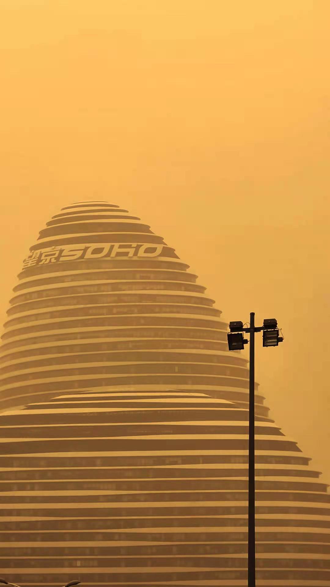 一场久违的沙尘暴,让人们尝试用另一种视角看待北京
